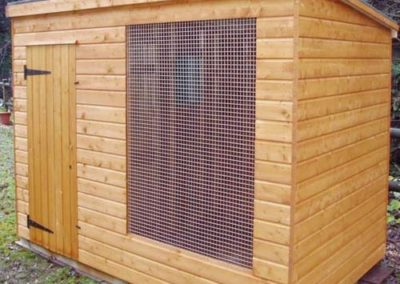 Pet Shed with single caged window